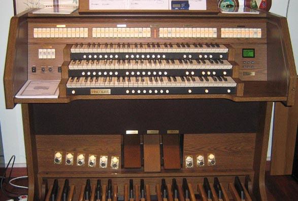 il mio attuale organo, presto, spero, da cambiare con un organo vero.