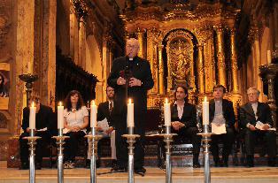 Papa Francesco ancora Cardinale durante una funzione liturgica cristiana di commemorazione dei morti giudei.